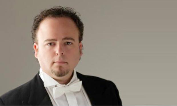 El tenor Pablo Martín Reyes, conde de Almaviva, posee la voz adecuada, ligero, con un centro estupendo pero en la zona aguda la voz cambia de color y no ... - Pablo-martin-reyes