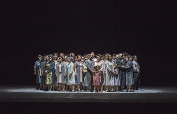 coro-entonando-celebre-pensiero-nabucco-liceu-1444320592399