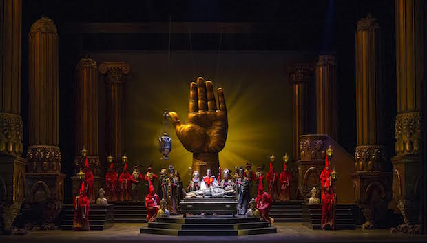 Escena de Don Carlo en el Teatro Colón de Buenos Aires