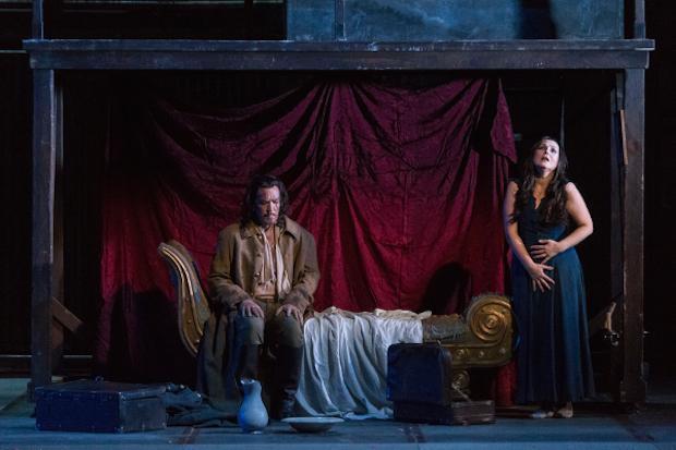 La scure di Elektra sul Teatro Comunale