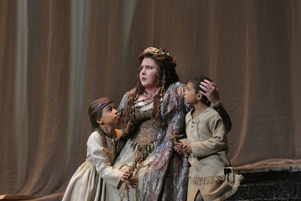 Norma en la Ópera de Los Ángeles. Foto: Ken Howard / Los Ángeles Opera