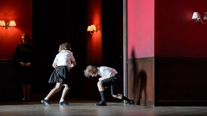 The Turn of the Screw de Britten por Claus Guth en Berlín