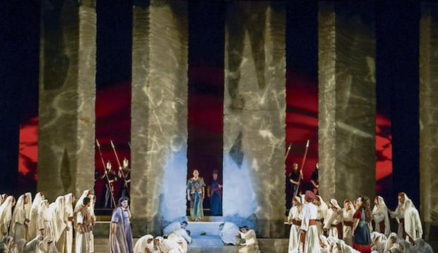 Nabucco en Las Palmas, entre el grito y el buen canto