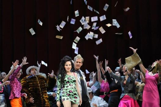 Una Traviata en Dresde supeditada a los abusos escénicos de Andreas Homoki