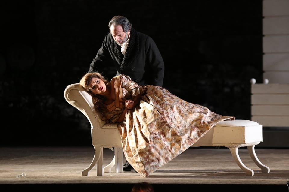 Desiree Rancatore trionfa nella Traviata messa in scena nello splendido Teatro Greco di Taormina