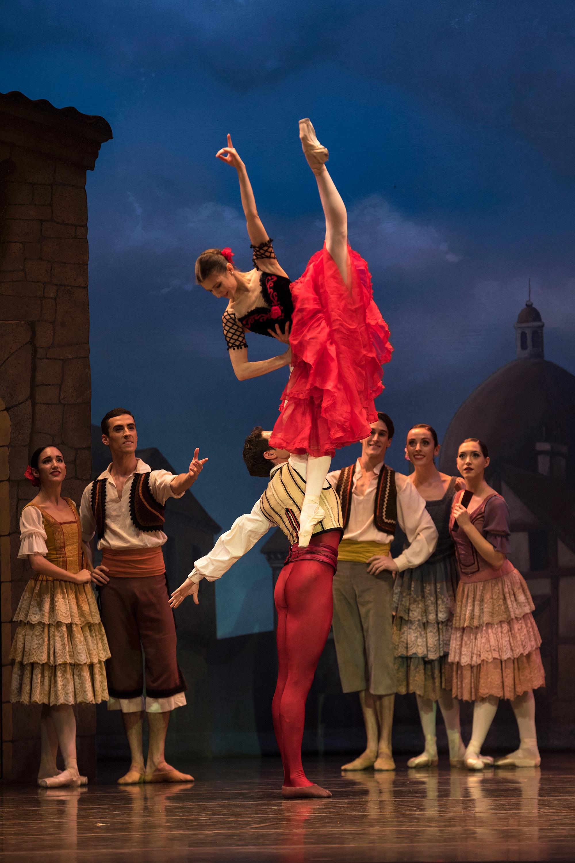 La bailarina invitada ALINA COJOCARU con el primer bailarín de la CND, ALESSANDRO RIGA en DON QUIJOTE