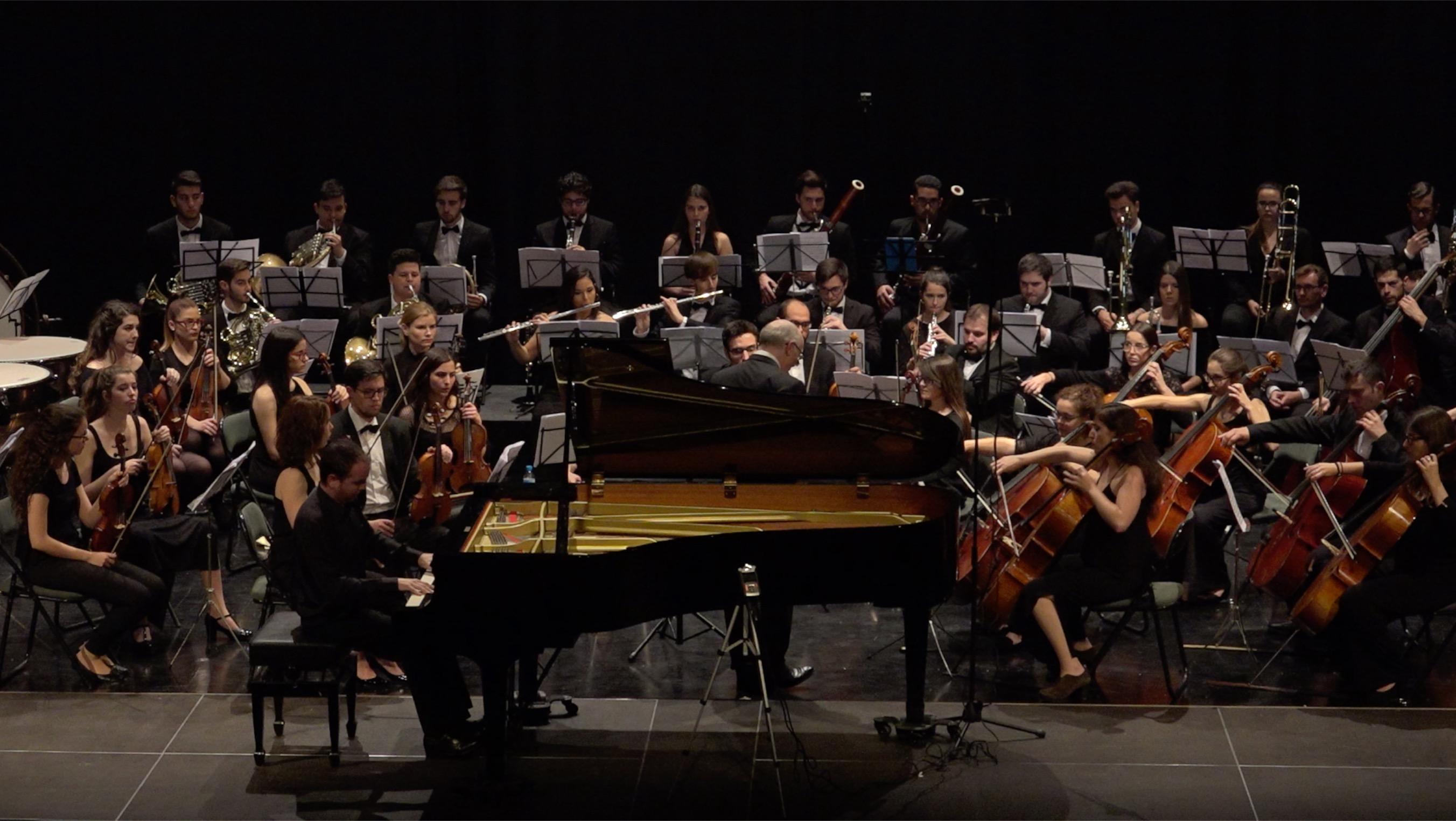 Brillante versión del segundo concierto de Rachmaninov a cargo de Alejandro Algarra y la JOSE. Foto: AZ Producciones