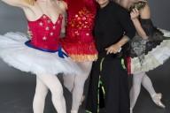 Isabel Martínez Rivera y miembros de Ballets Trockadero. Foto: Zoran Jelenic