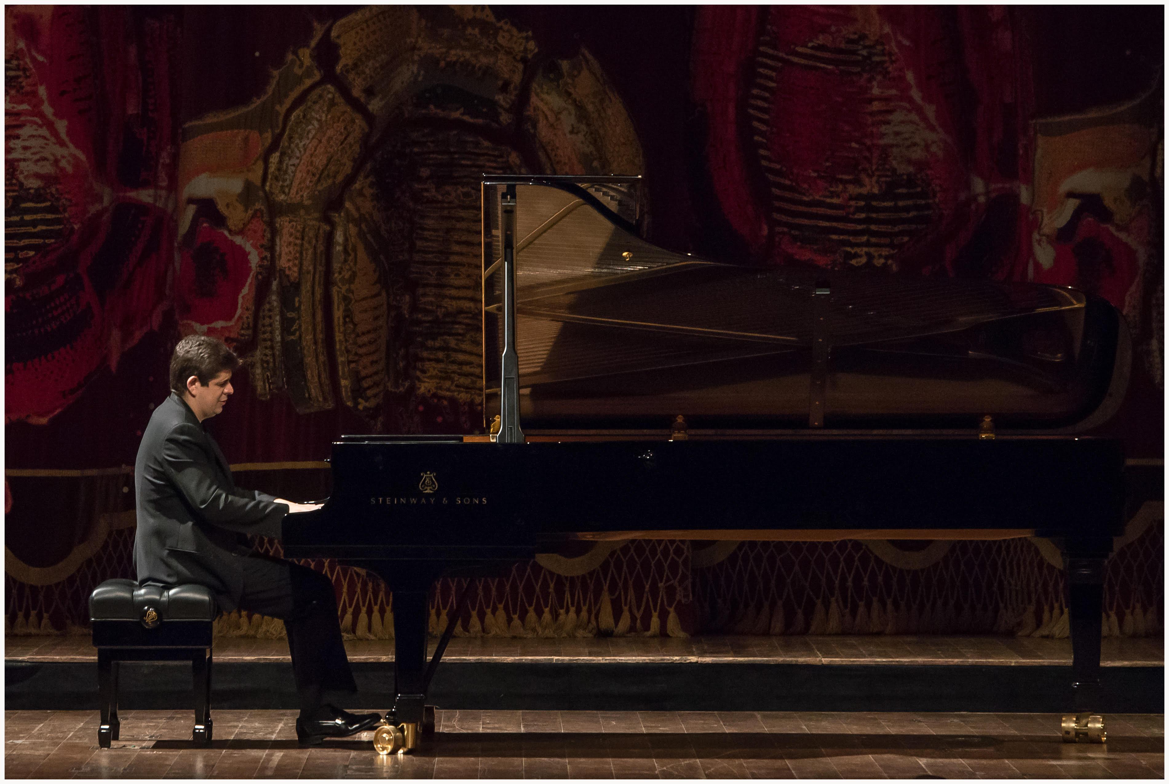 Javier Perianes en el Teatro Colón. Foto: Liliana Morsia