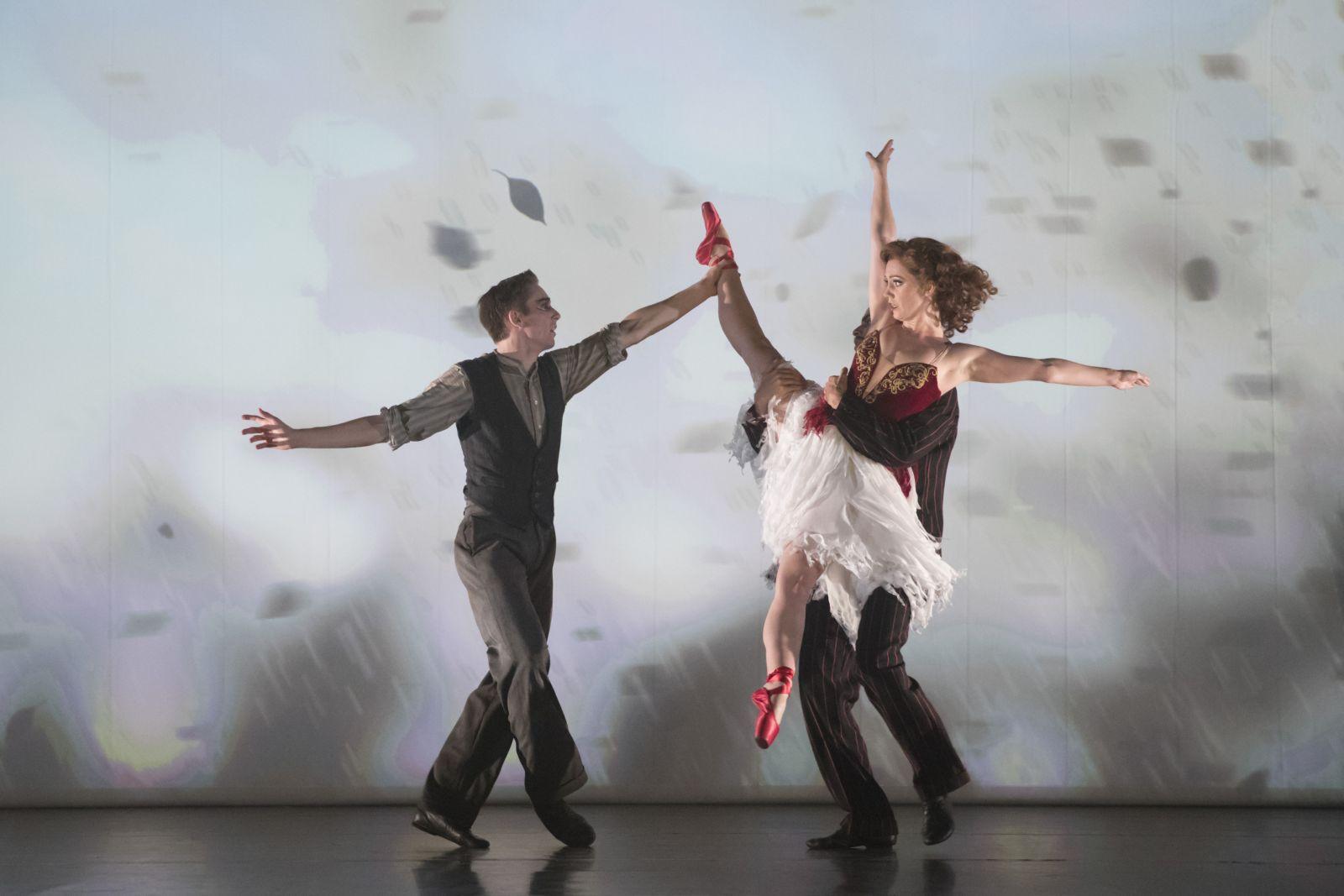 Las Zapatillas Rojas.  Liam Mower (Ivan Boleslawsky) y Ashley Shaw (Victoria Page). Foto: Johan Persson (3
