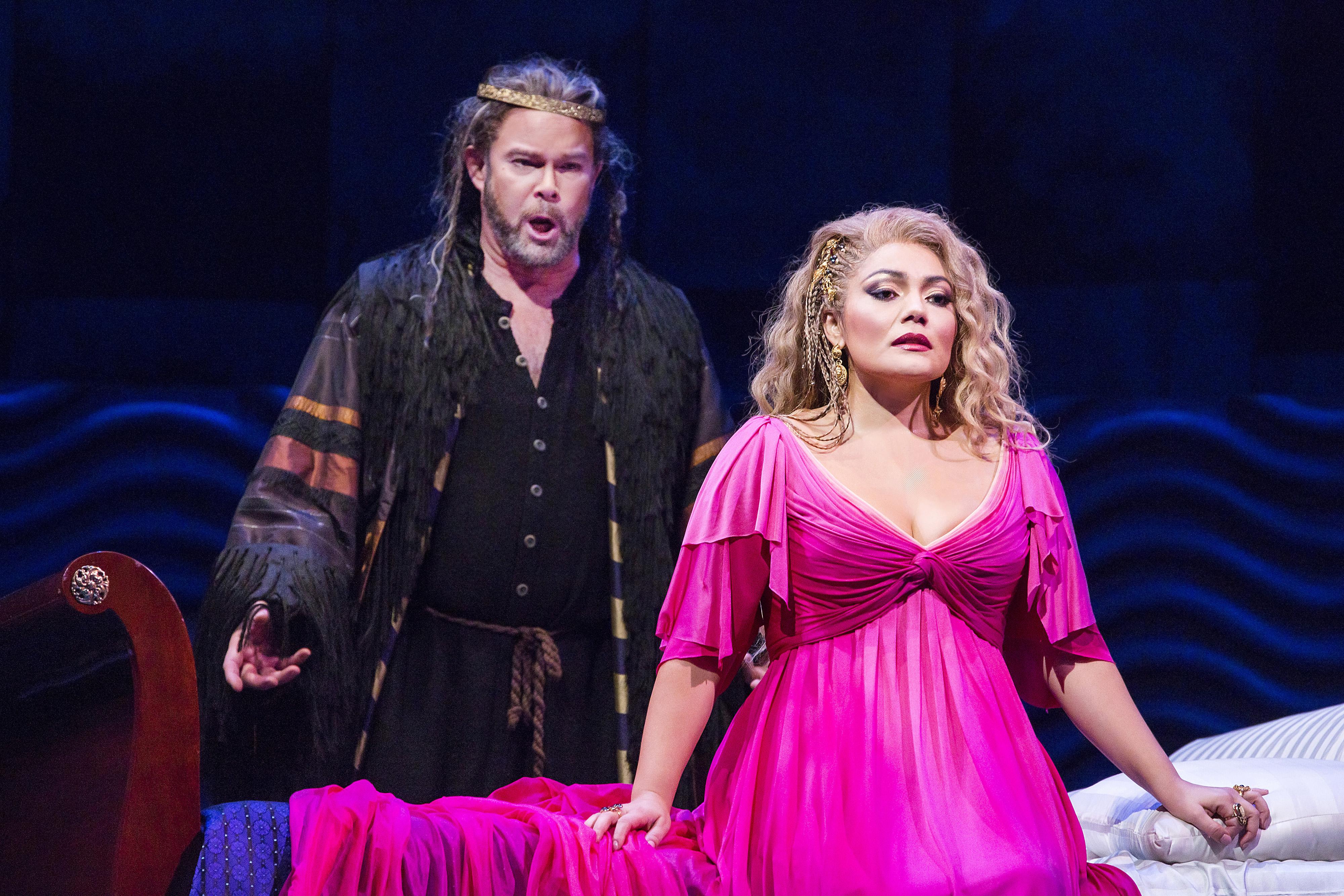 "Gerald Finley como Athanaël y Ailyn Pérez en ""Thaïs."" Foto: Chris Lee/Metropolitan Opera"