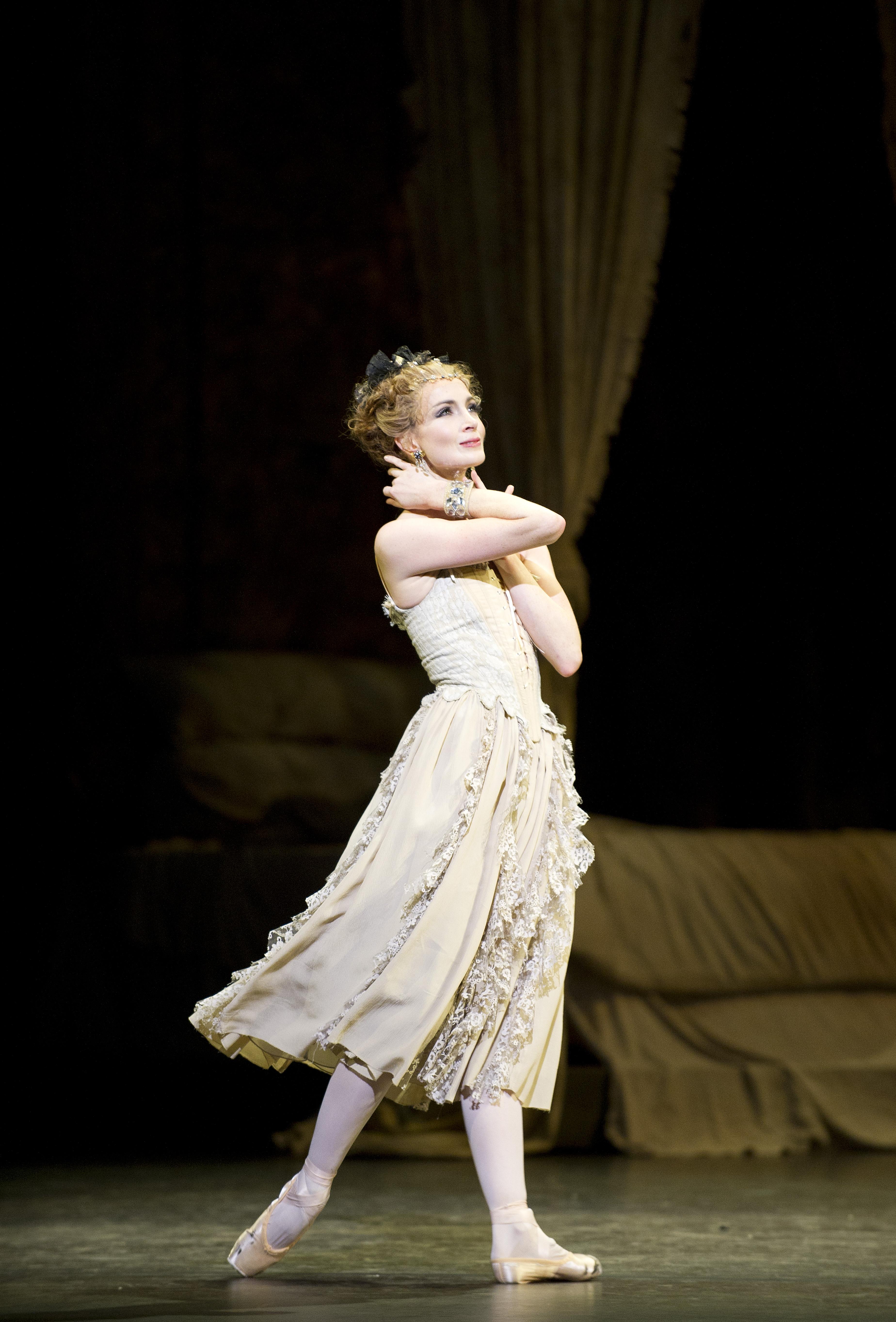 Manon, de Kenneth MacMillan. Lauren Cuthbertson como Manon ©ROH Johan Persson 2011