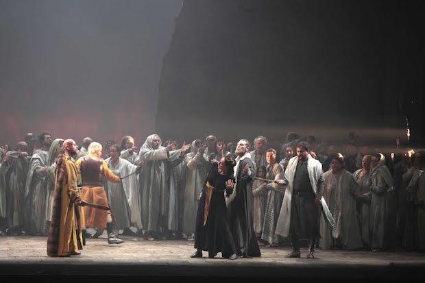 Dramma e hybris nel bel Nabucco di Leo Muscato a Cagliari