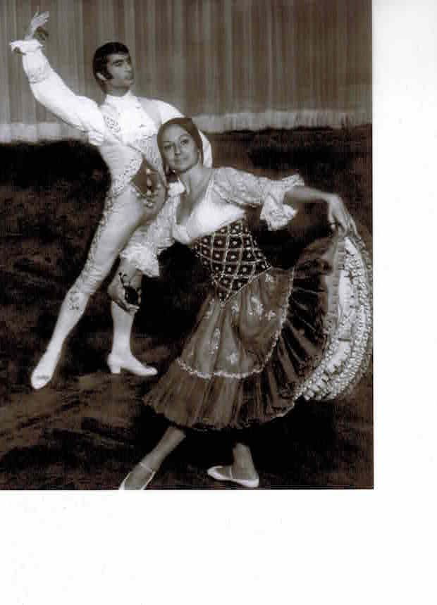 Foto Antonio Salas y Aurora Pons, con el Ballet Los Goyescos, en 1972, coreografía de escuela bolera