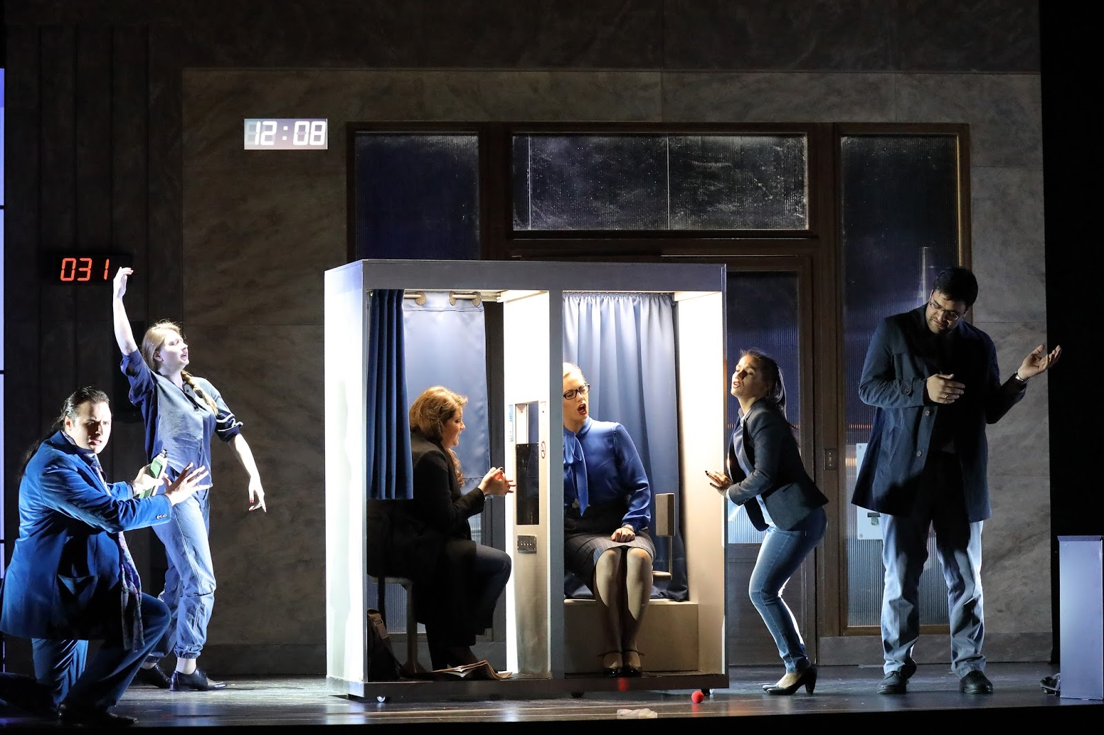 Le Consul de Menotti par l'Opernstudio au théâtre Cuvilliés de Munich. Photo: Wilfried Hösl
