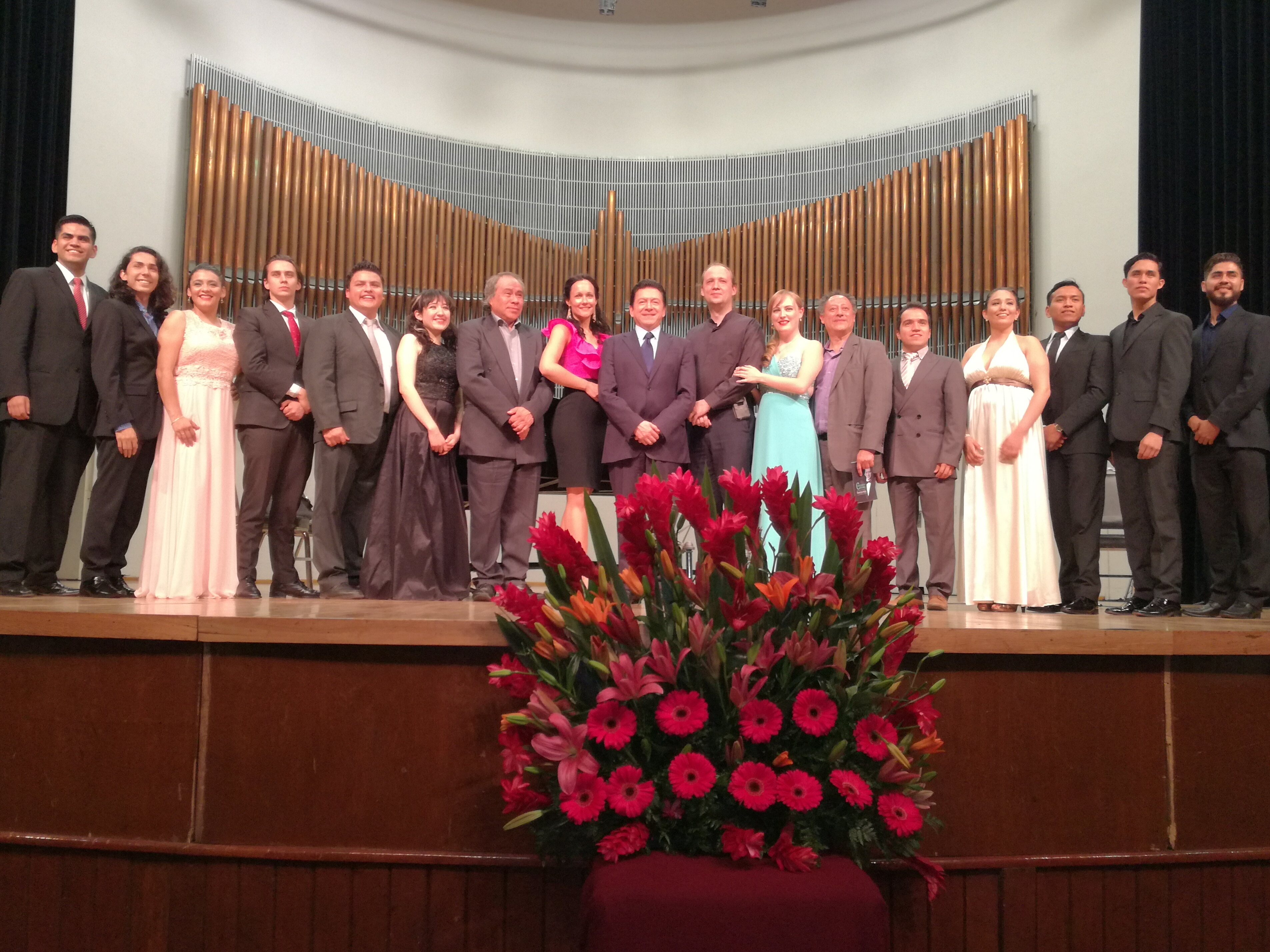 Araiza insufla sabiduría en su Cátedra en México