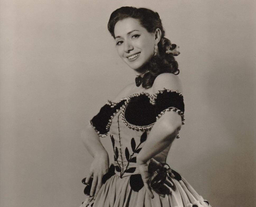 Mariemma a finales de los años 40 en una coreografía de Escuela Bolera. Fotógrafo: Manuel-Museo Mariemma de Iscar (Valladolid).