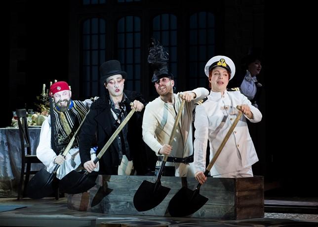 Daniel Norman, Lancelot Nomura, Elgan Ilyr Thomas y Alex Otterburn en Ariadne aud Naxo (Scottish Opera, 2018). Foto: Richard Campbell