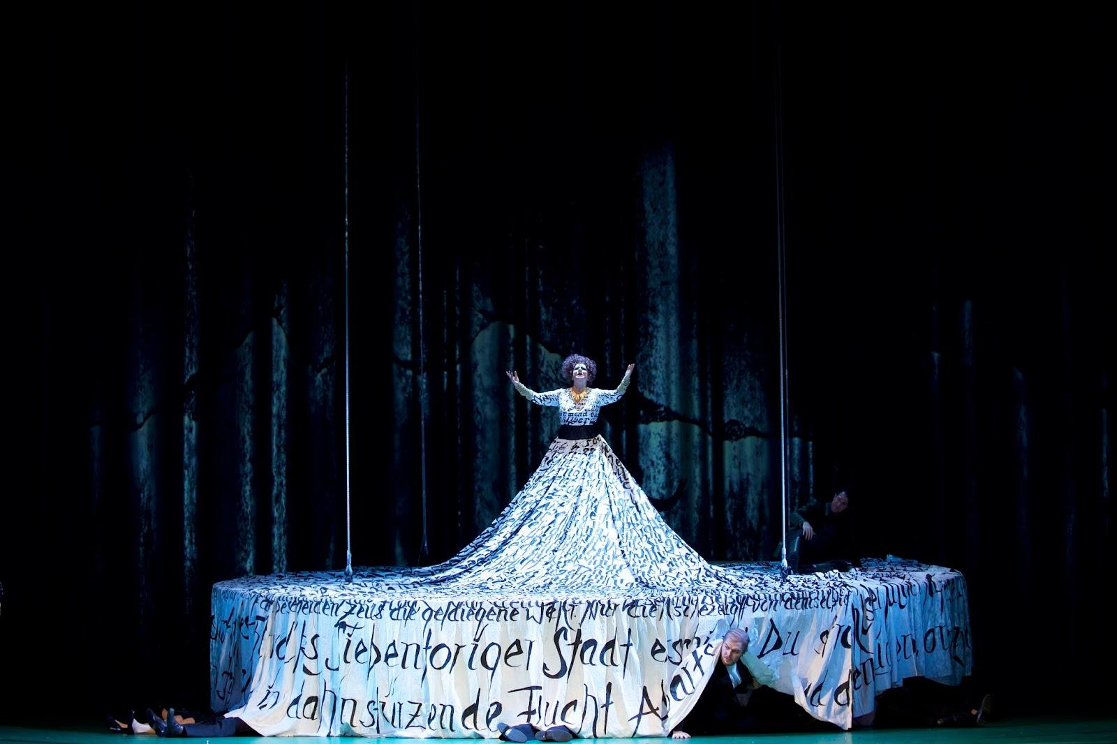 La comtesse (Anna Agathonos)