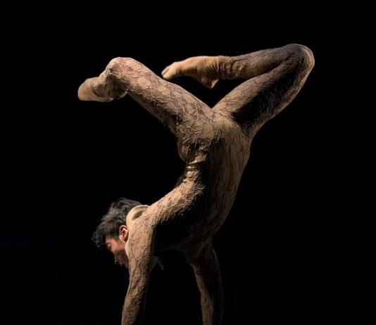 Alexsandro Akapohi como Puck en El sueño de una noche de verano. Foto-Jesús Vallinas