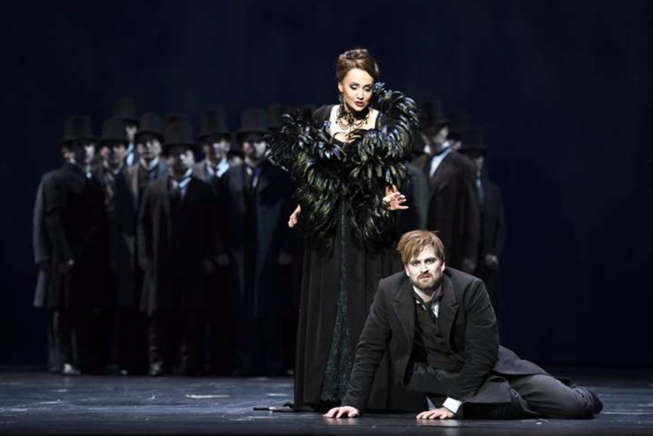 Les Contes d'Hoffmann de la Deutsche Oper. Fotos: B. Stöss