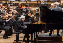 Manfred Honeck hace brillar a la New York Philarmonic en el Requiem de Mozart. Foto: Chris Lee