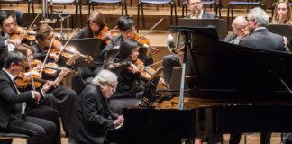 Manfred Honeck hace brillar a la New York Philarmonic en el Requiem de Mozart. Foto: Chris Lee