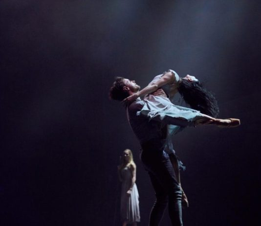 Tamara Rojo y James Streeter en la producción de Akram Khans de Giselle. Foto: Laurent Liotardo