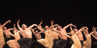 El English National Ballet en Le Sacre du Printemps de Pina Bauschs. Foto-Laurent Liotardo
