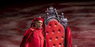 Rigoletto (Leo Nucci) ©Mikel Ponce y Miguel Lorenzo Palau de les Arts