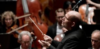 Jaap van Zweden dirigiendo la New York Philharmonic. Foto: Jennifer Taylor