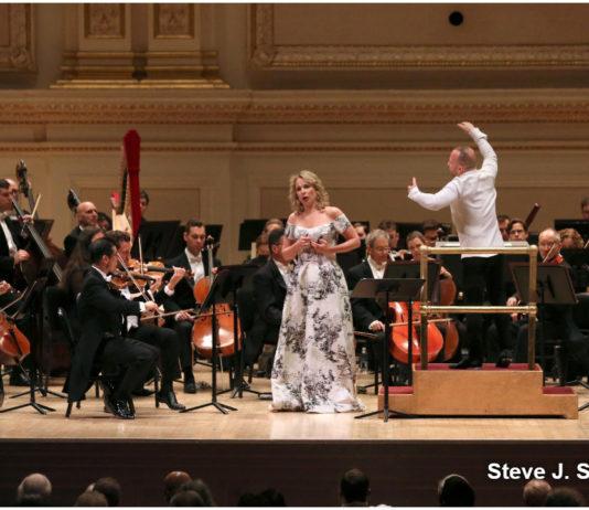 La mezzosoprano Elina Garanca vuelve a Nueva York con las Ruckert Lieder de Mahler en un programa junto a la orquesta del Met que incluyó la Séptima de Bruckner.