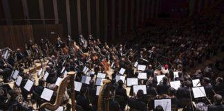 Tebar dirigiendo la 9ª sinfonía en Valencia