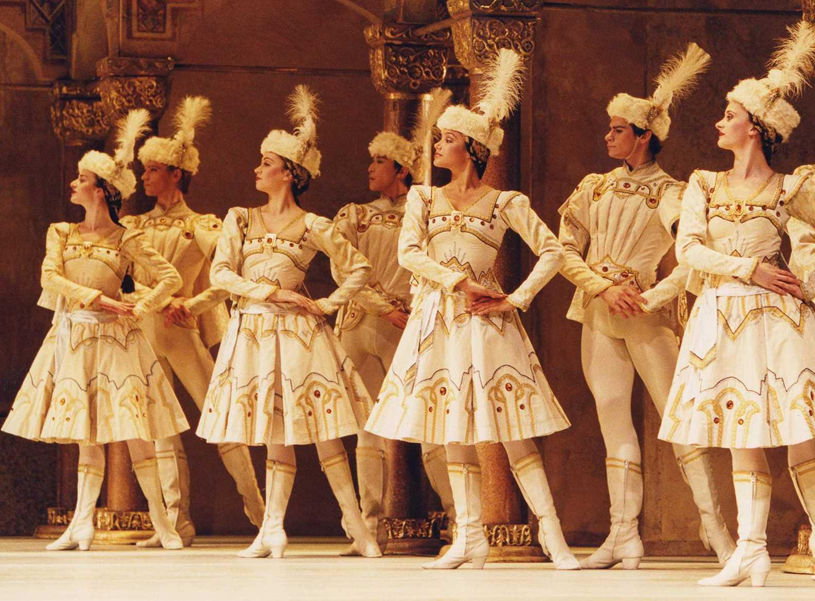 Raymonda Act III, de Petipa y Glazunov. Foto: The Royal Ballet