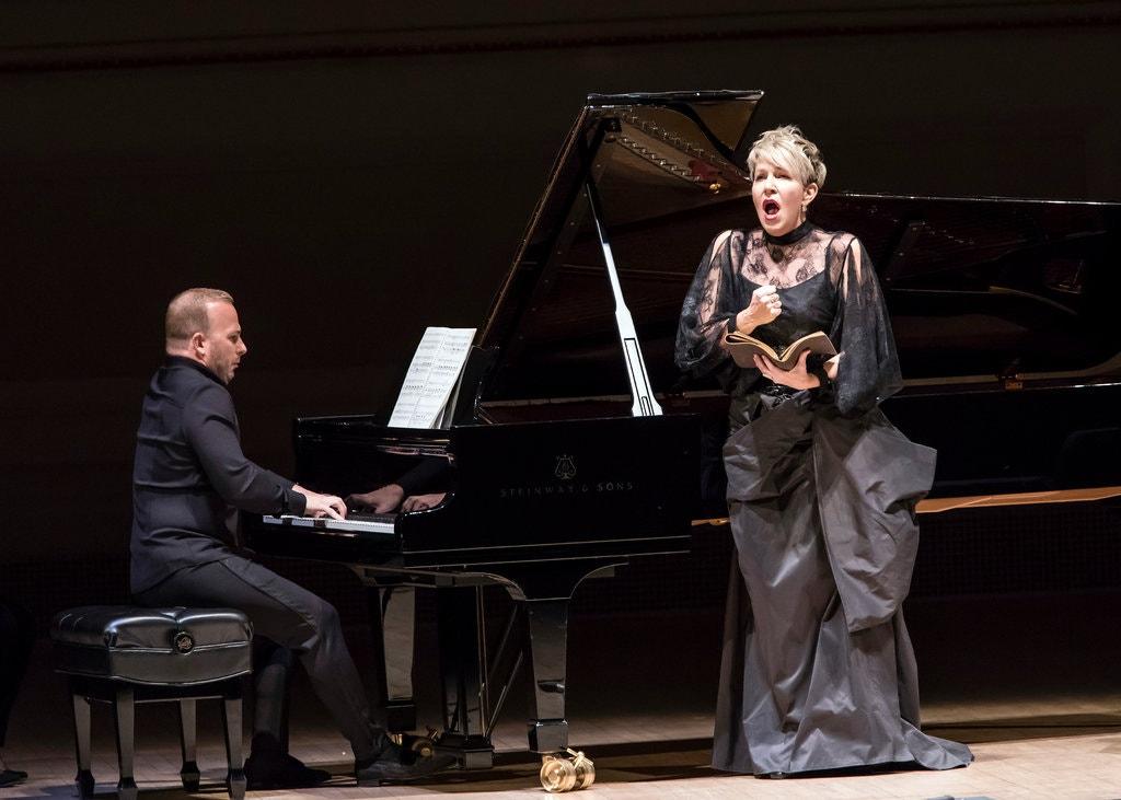 Yannick Nézet-Séguin acompaña al piano a Joyce DiDonato en una interpretación novedosa del Winterreise de Franz Schubert.