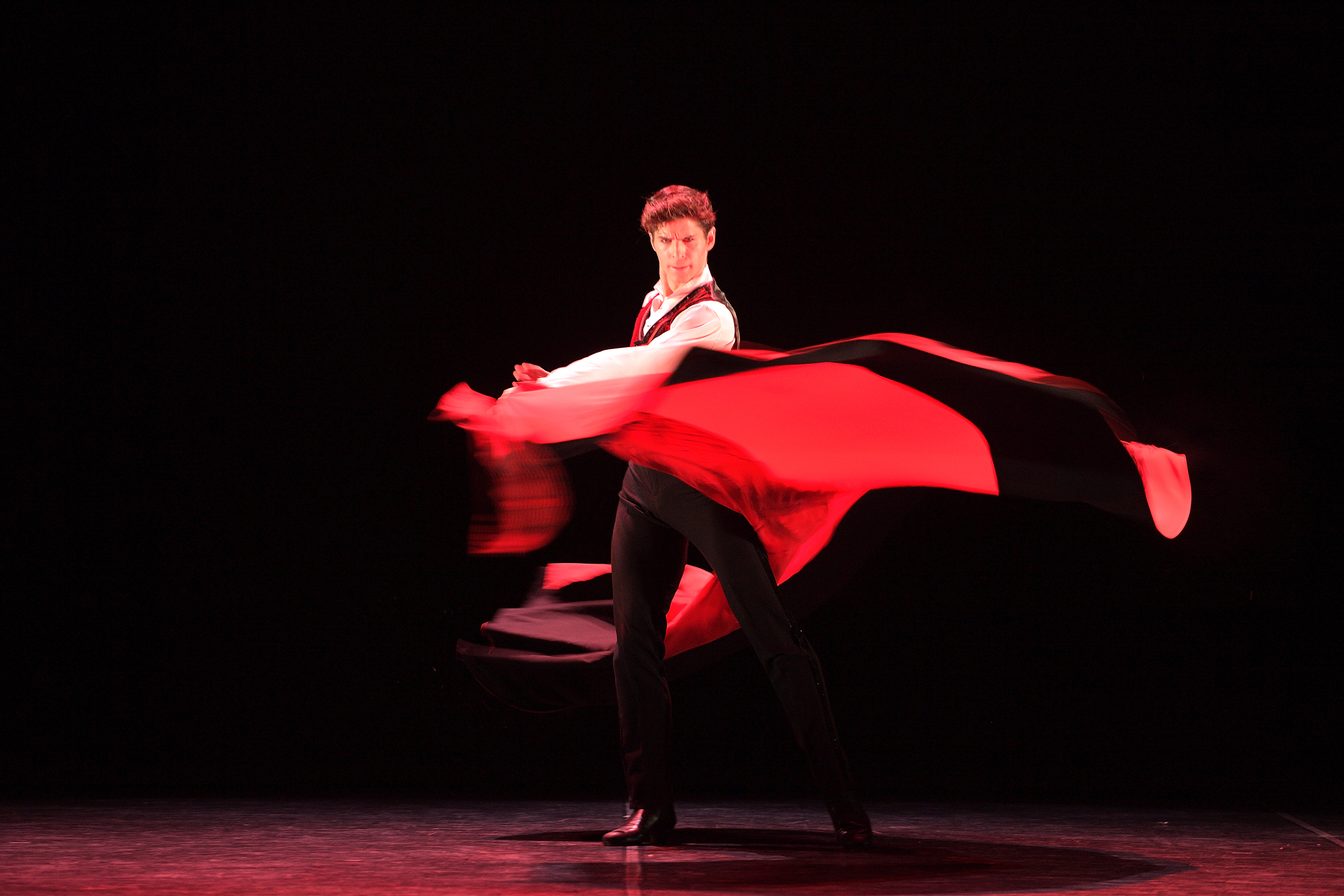 Sergio Bernal en El sombrero de tres picos - English National Ballet's 70th Anniversary Gala (c) Laurent Liotardo