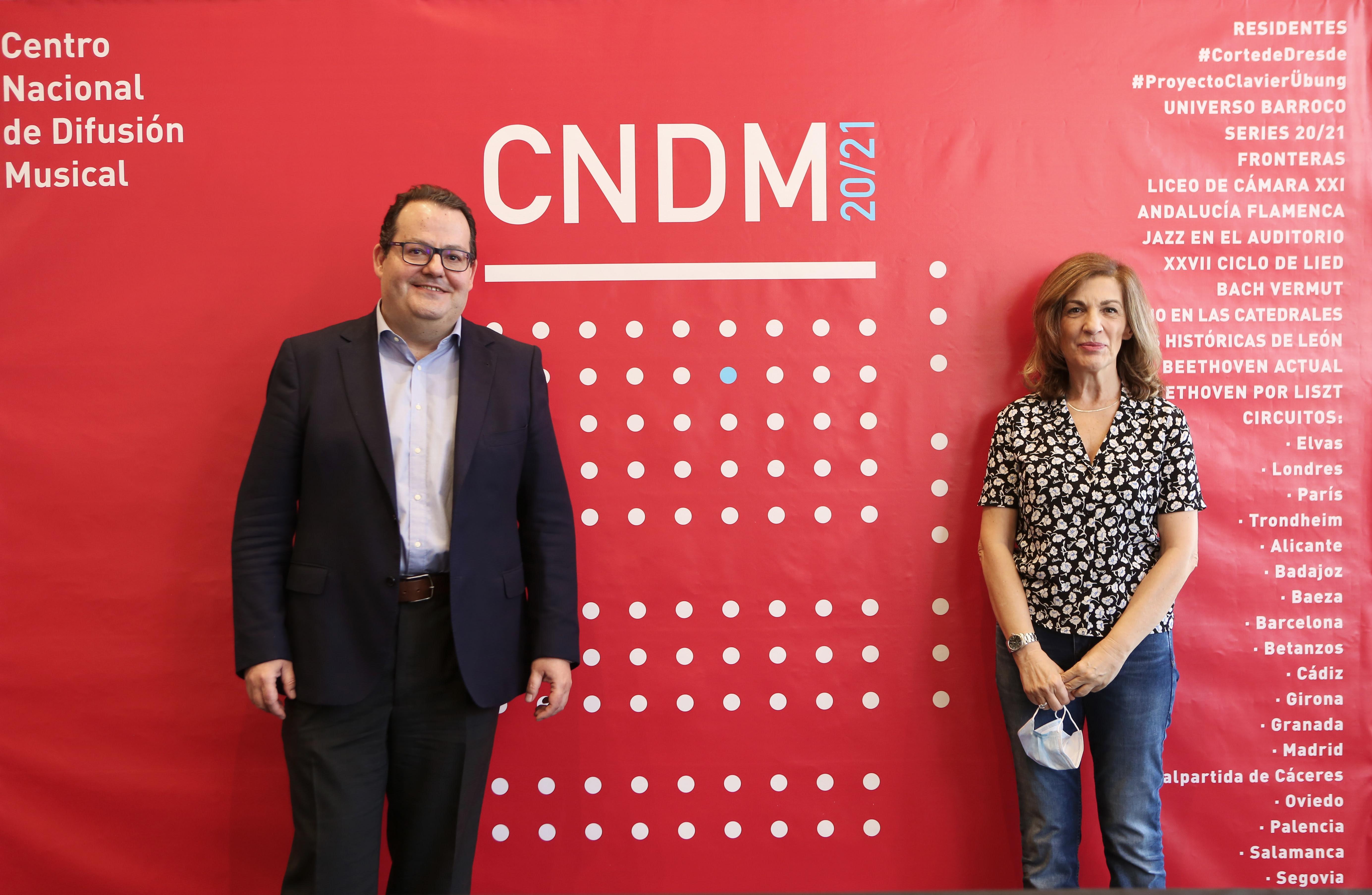 Francisco Lorenzo y Amaya de Miguel presentando la temporada 2020-2021 del Centro Nacional de Difusión Musical.
