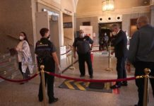 Controles de seguridad para una Traviata muy especial en el Teatro Real