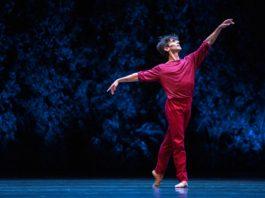 Joaquín de Luz bailando A Suite of Dances con la CND. © Alba Muriel