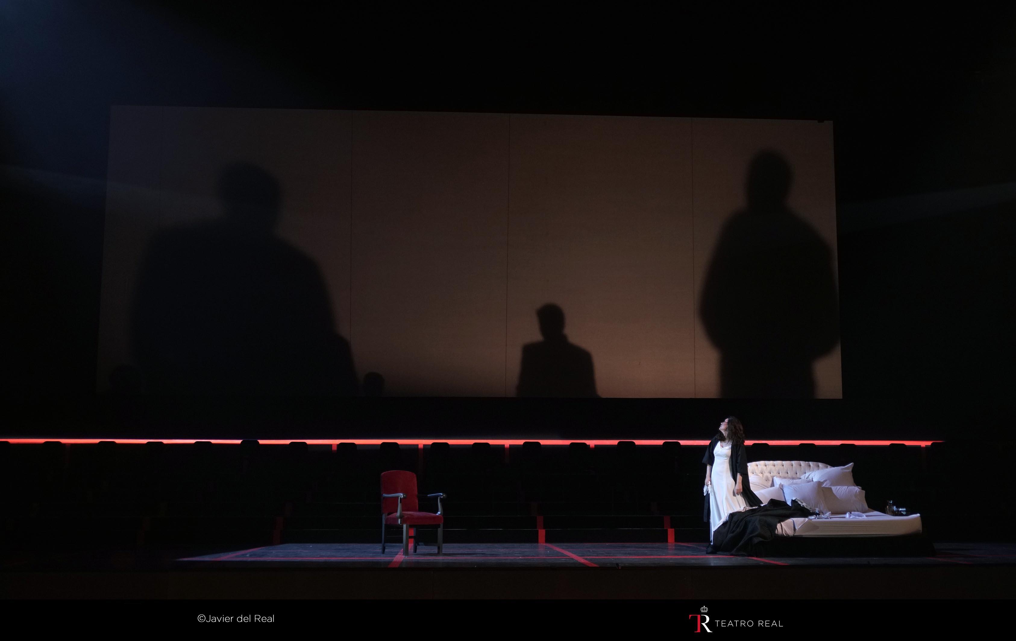 Atmósfera sombría de esta producción de La Traviata