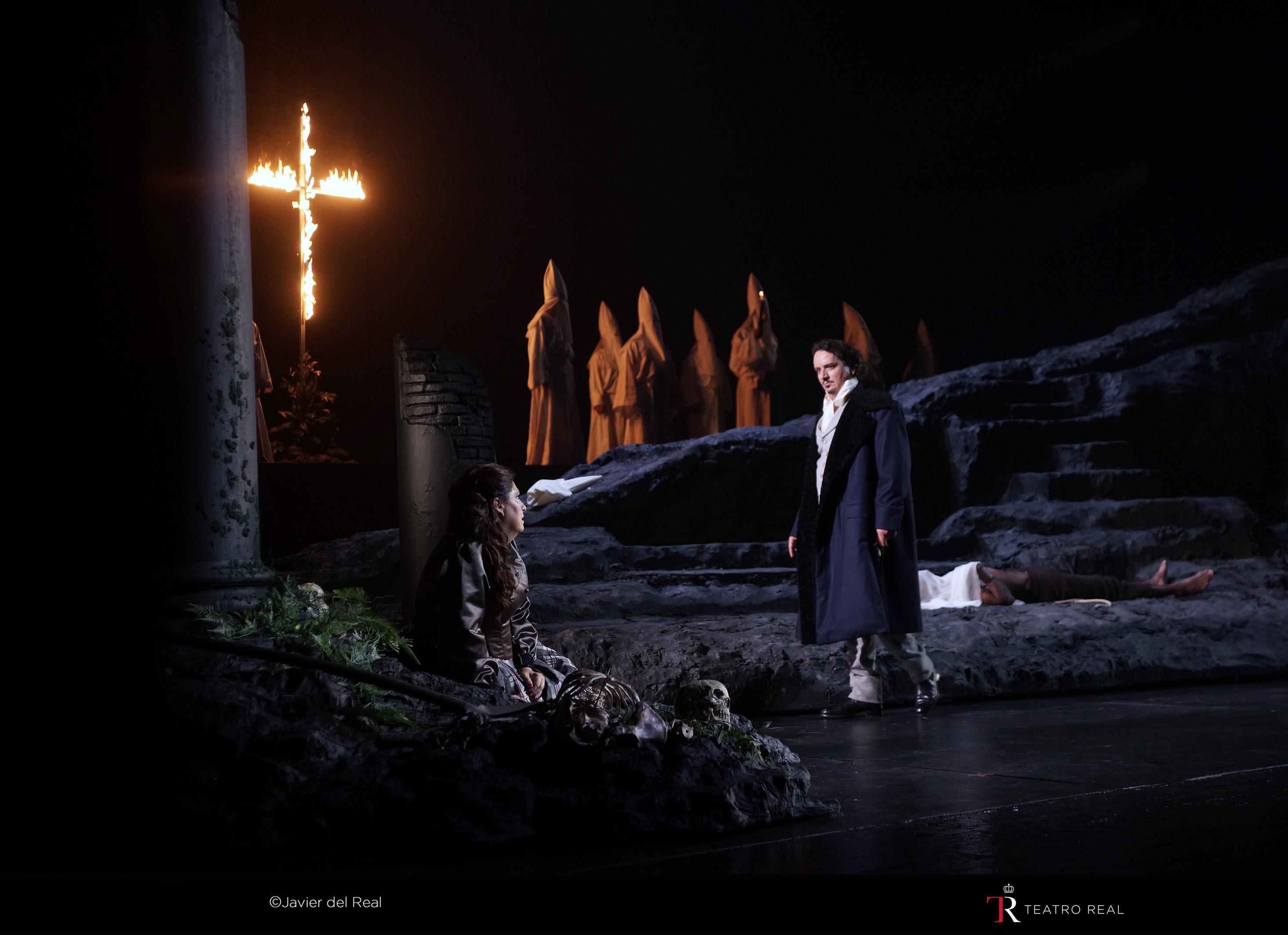 """Escena de """"Un ballo in maschra"""", ópera de apertura de tempora del Teatro Real."""