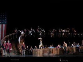 """Escena de """"Un ballo in maschera"""", ópera de apertura de tempora del Teatro Real."""