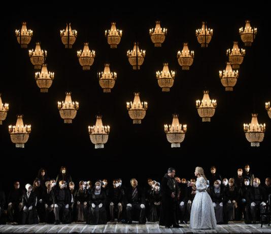 """La Ópera de Oviedo ofrece el marco ideal para la exhibición de Irina Lungu en """"I Puritani"""""""