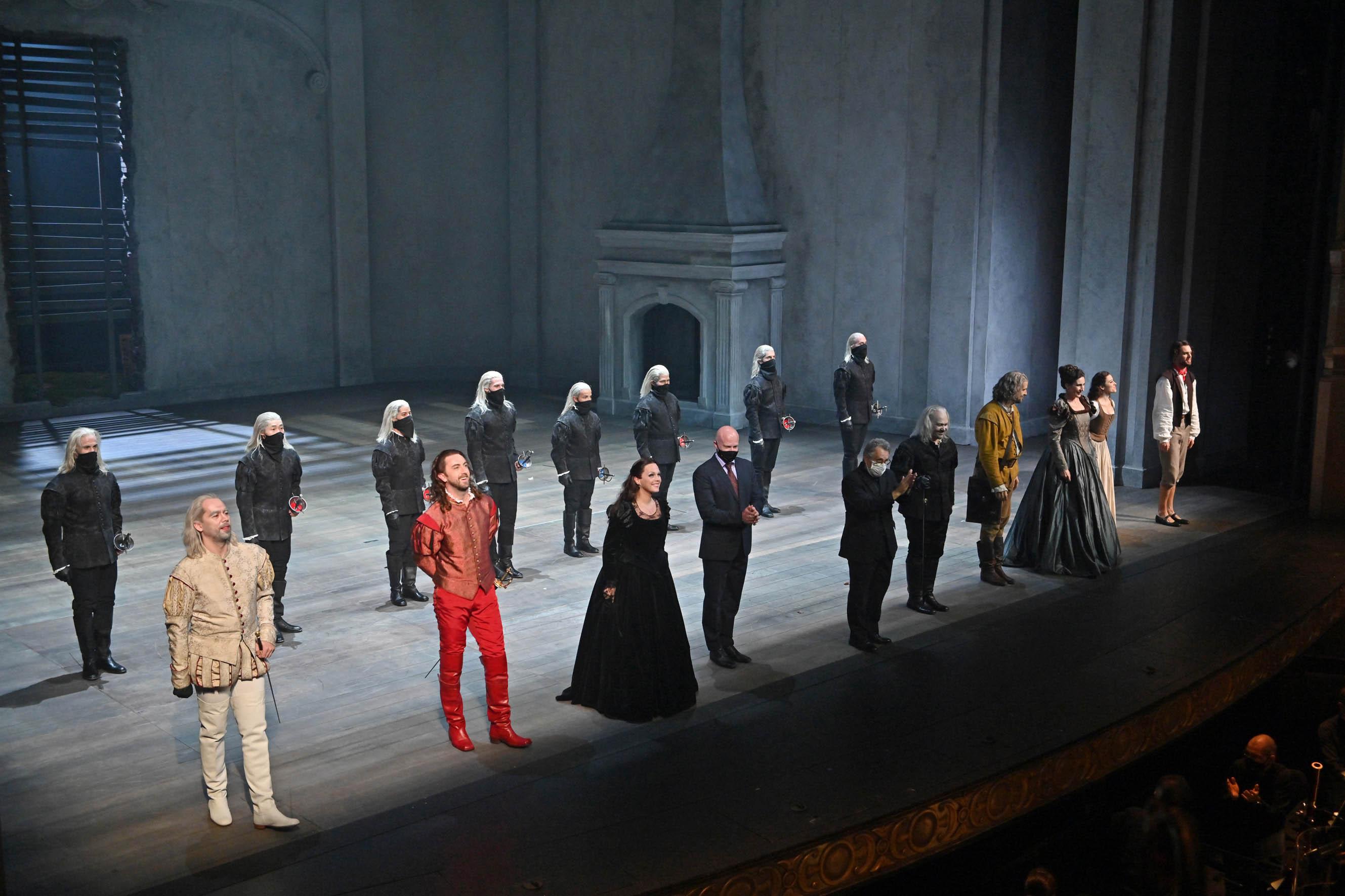 Solistas y coro en los saludos en el Don Giovanni en el Liceu de Barcelona / Foto: A. Bofill