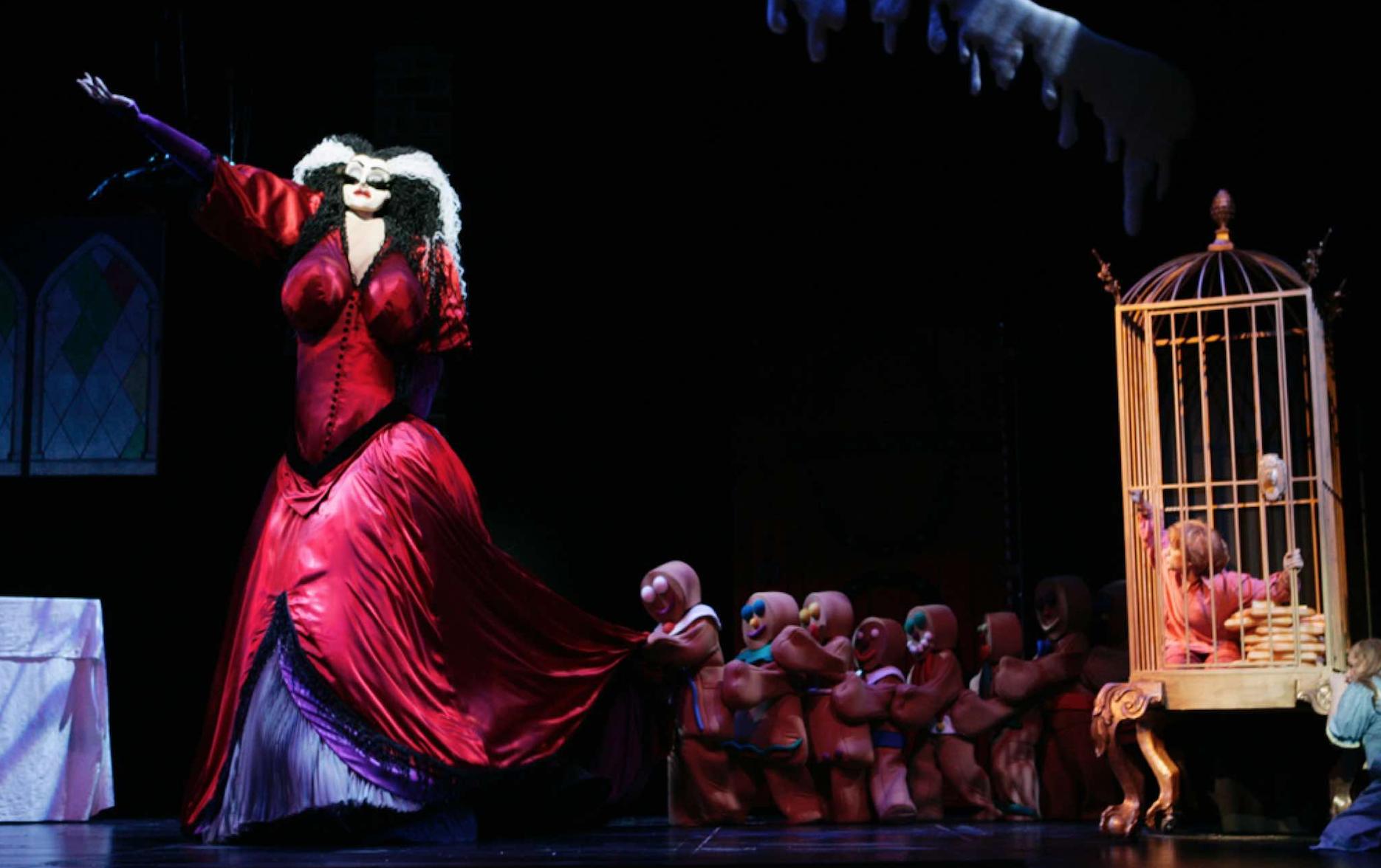 Producción de Hansel & Gretel por Basil Twist para el Michigan Opera Theatre