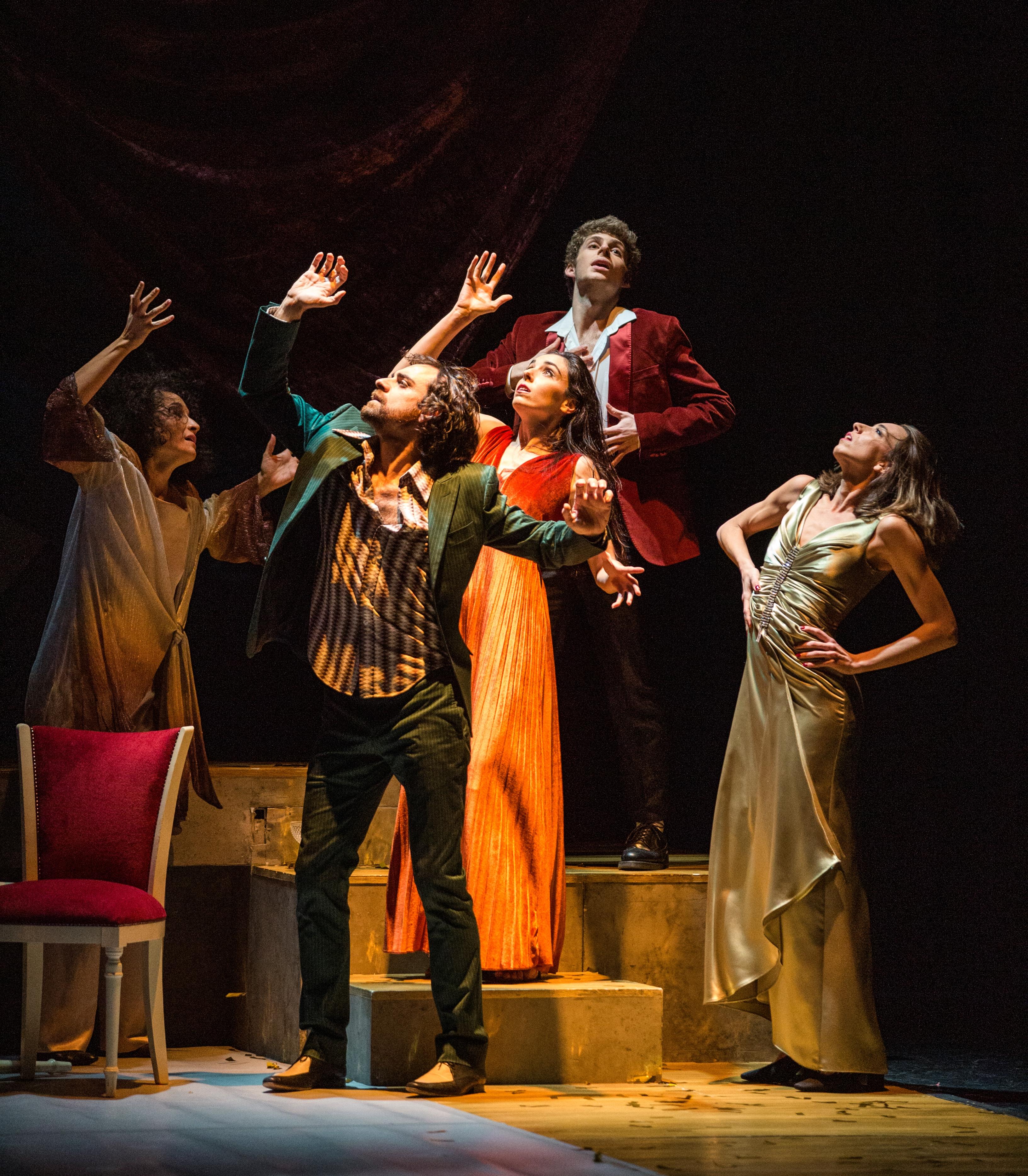 Los-cinco-bailarines-de-la-CND-en-un-momento-de-Fandangos-y-tonadillas-Foto-Alba-Murie
