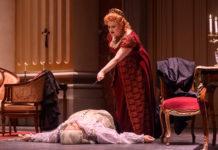 """Una foto de ensayo de """"Tosca"""" de la Fundación Òpera à Catalunya ©David Ruano"""