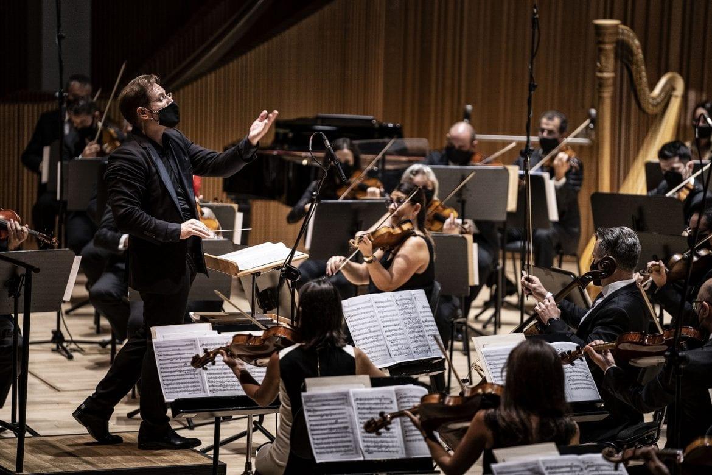 Ramón Tebar frente a la Orquesta Sinfónica de Valencia