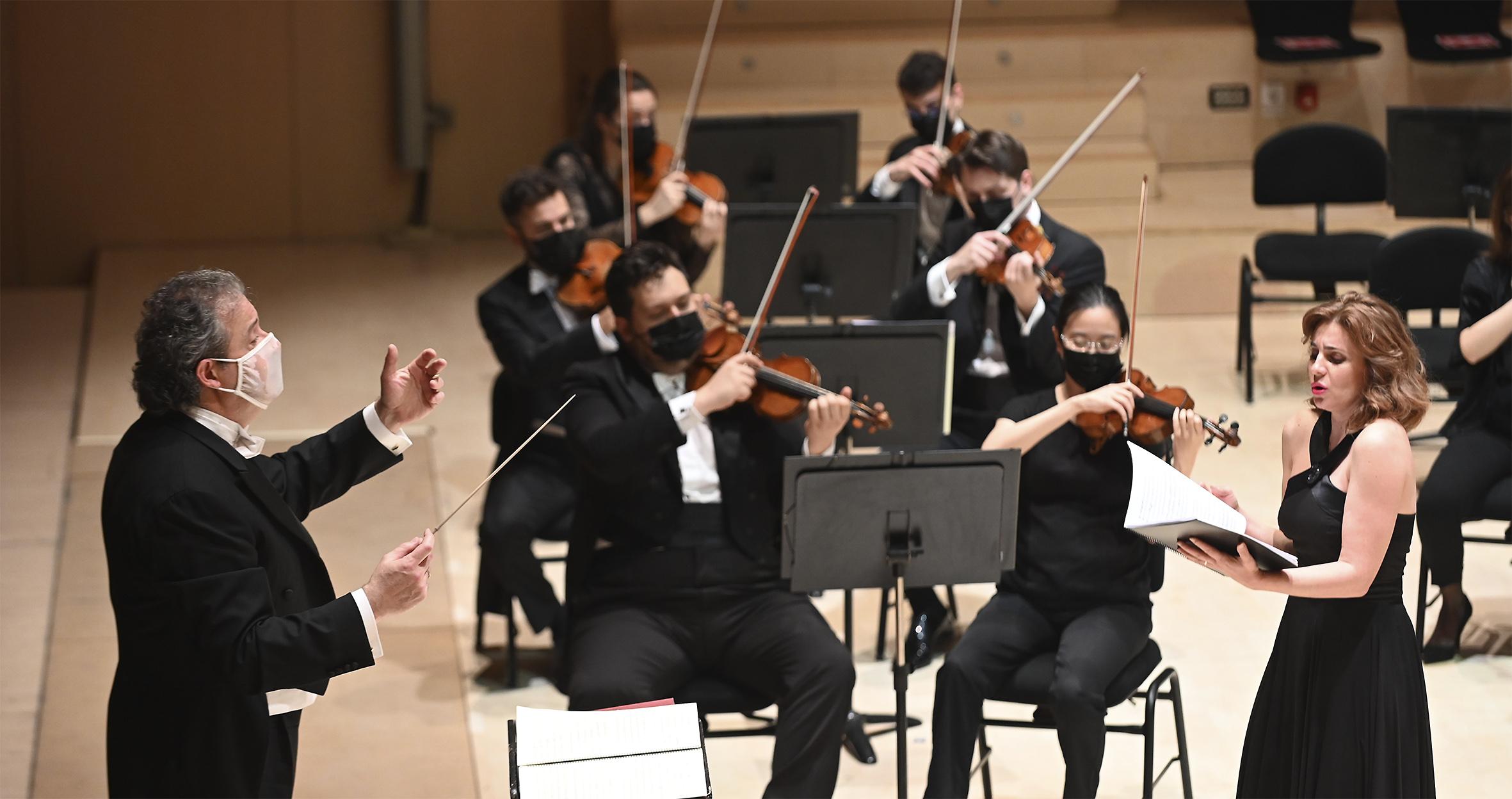 Raquel Lojendio y Juan Mena, en el Auditori de Castelló, pasa de revoluciones la novena de Schubert