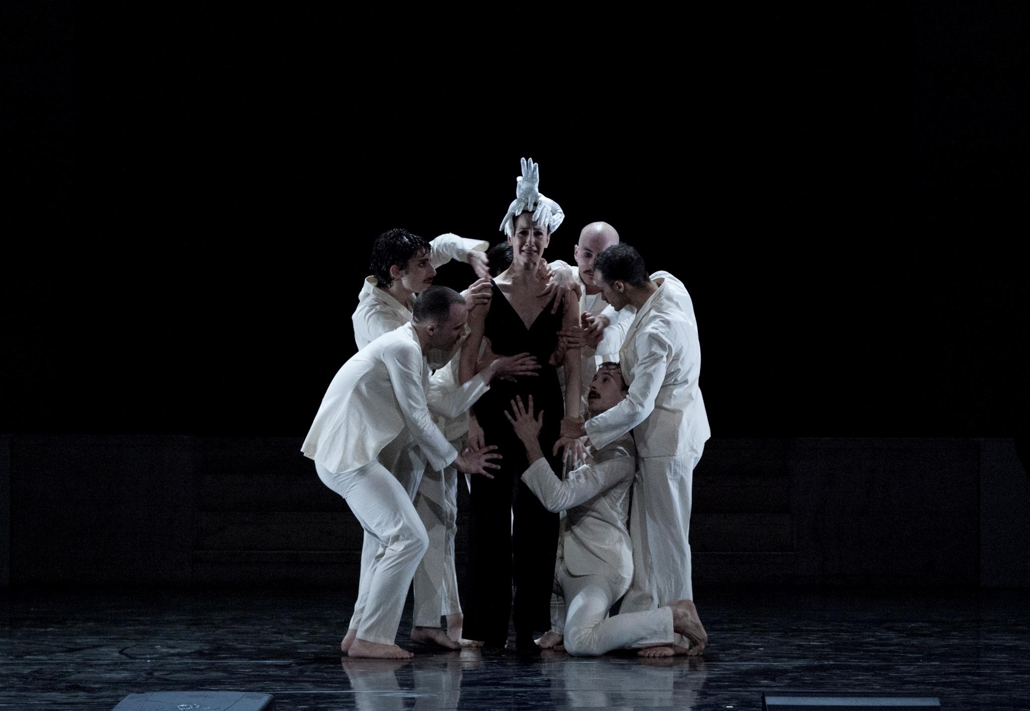 Un momento de la coreografía Man Ray. Foto- Taiat Dansa Man Ray en Teatros del Canal